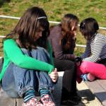 Como lidar com uma relação à distância na adolescência?