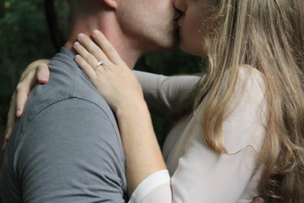 Vontade de beijar seu namorado à distância?